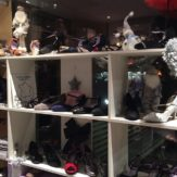 Chez AequiLibre à Annecy, les lutins se cachent dans la vitrine 🎉 #vitrine #noel #aequilibre #annecy #boutiquededanse #xmas #qualidanse #ballroom - December 18, 2018