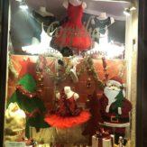 On a trouvé le Père Noël ! Il est chez @boutique_coppelia ! #noel #boutiquededanse #xmas #qualidanse #lyon #coppelia #tutu #reveillon #perenoel - December 25, 2018