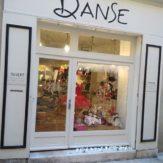 C'est Noël en rouge et blanc chez @boutique_danse_aubagne ! #vitrine #noel #boutiquededanse #qualidanse #aubagne #danse #xmas #tutu # - December 23, 2018