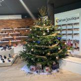 Les cadeaux sont arrivés sous le sapin de @danseboutique ! #noel #sapin #mulhouse  #danseboutique #qualidanse #boutiquededanse #danse #ballroom #xmas - December 26, 2018
